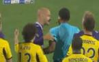 Vidéo insolite: Ce joueur prend un carton rouge après seulement 17 secondes de jeu. Regardez: