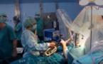 VIDEO: Pendant son opération du cerveau sans anesthésie, il joue du saxophone