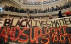 Des centaines de manifestants bloquent le plus grand shopping des USA
