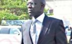 Mame Adama Guèye se fait discret dans une voiture de luxe, volée