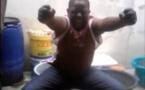 Regardez comment il danse « Maalaw » de Pape Diouf. A mourir de rire