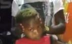 Vidéo incroyable: cet enfant sait tourner sa tête à l'envers…