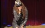 VIDEO - Regardez la fente très osée de Déesse Major