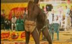 Vidéo: Holyguns met KO Cobra. Regardez