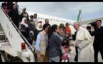 « Ces douze sont tous des enfants de Dieu et je privilégie les enfants de Dieu » : répond le Pape après être rentré de Grèce avec des réfugiés musulmans