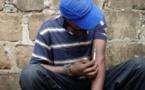 Horreur à Keur Massar – Un drogué poignarde un Bébé et lui casse ses jambes