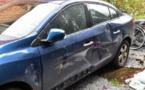 La portière de sa voiture a été défoncée et du matériel important emporté