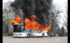 Un Bus Tata consumé par le feu à Colobane