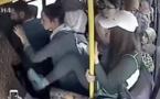 Vidéo-Elles frappent un pervers pour avoir exhibé son sexe dans un bus