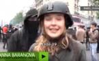 Vidéo-Une journaliste frappée en direct par un manifestant à Paris…Regardez
