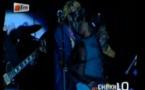Vidéo. Cheikh Lô embrasse sa femme sur scène, en plein concert. Regardez