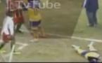 VIDEO - Drame en Argentine : Un joueur, frappé au visage, perd la vie