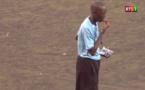 Vidéo- L'arbitre interrompt le match pour couper son jeûne