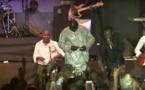 Regardez Du Jamais Vue!!! Youssou Ndour Distribue De L'argent à Ses Fans