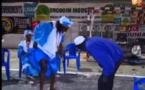 Vidéo Insolite :Regardez ce que cette dame fait devant le vieux à mourir de rire…