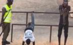 ACTES DE TORTURE:  Regardez comment les policiers humilient les perturbateurs