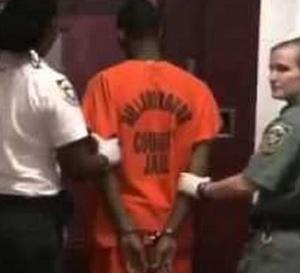 Un détenu fait 5 enfants a ses gardiennes de prison! Découvrez comment…