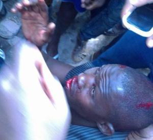 VIDEO - LES CONSEIL DU DG DE LA POLICE BIEN RECUS: Un braqueur d'une agence Wari sévèrement battu par les habitants de Castors
