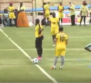 Vidéo : Match « Awoo » contre « Niarell ». A mourir de rire