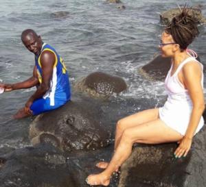 Assane Diouf prend des vacances méritées… avec sa compagne, il profite ! Mais…