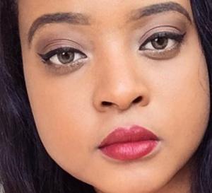 """""""Princesse"""" Brenda, la fille du président camerounais qui irrite avec ses taxis à 400$"""