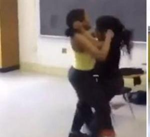 Incroyable bagarre à Ziguinchor – Deux jeunes filles, en classe de Terminale, se battent dans la rue pour un «lover boy»
