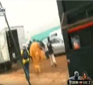 La femme en blanc sème la panique: Bouba Ndour, Ndiaga Ndour et le réalisateur…