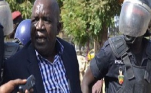 La police disperse la marche des opposants...Réfugié à la Rts, Oumar Sarr du Pds, chassé comme un malpropre...