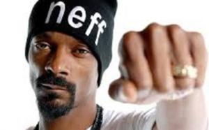VIDEO : Snoop Dogg fait polémique en tirant sur un faux Donald Trump dans un clip