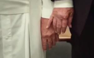Vidéo –Quand Donald Trump taquine le Pape François….! Ne passer pas sans regardez….