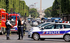 Attentat Champs Elysées, Paris: une voiture percute un fourgon de la gendarmerie
