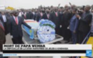 VIDEO - Arrivée de la dépouille de Papa Wemba: Plusieurs personnes effondrées, des pleurs, des cris à Kinshasa