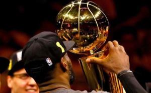 Vidéo-résumé de la final NBA: LeBron James hisse Cleveland sur le toit du monde