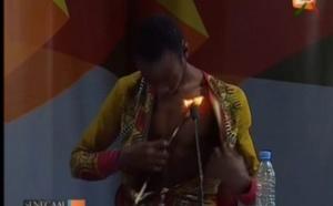 Vidéo: Incroyable regardez ce qu'il fait sur le plateau de tounkara …