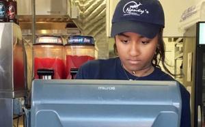 PHOTOS - Sasha Obama, serveuse dans un restaurant pour gagner son argent de poche pendant l'été !