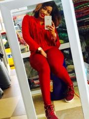 Yacine, sublime dans son ensemble rouge