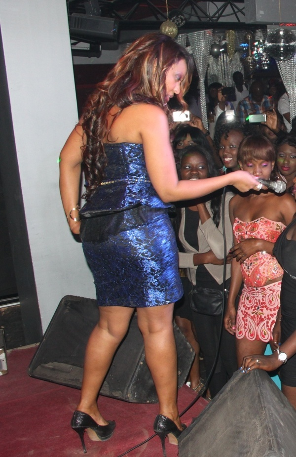 PHOTOS ] Viviane Chidid en action !!!